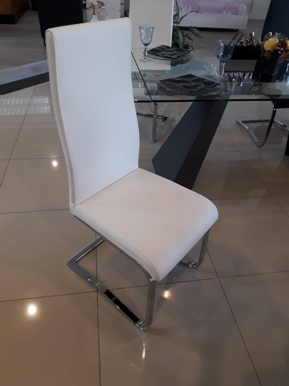U CHAIR Leather Chair