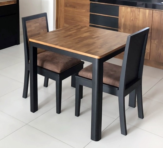 BB small dining table